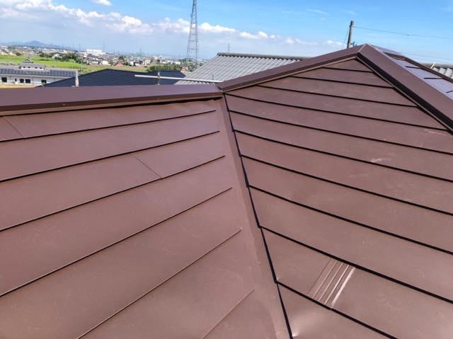 劣化した屋根のカバー工法