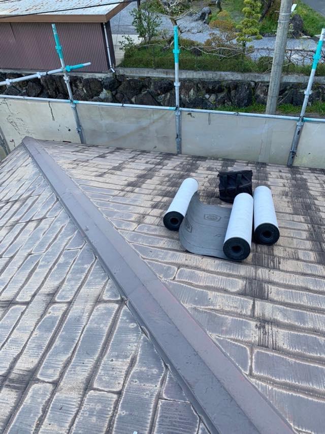 施工前の屋根と材料