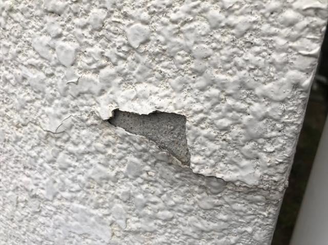外壁の塗膜が剥がれている