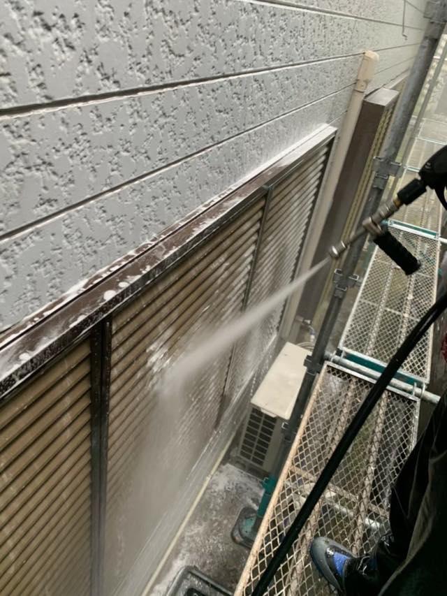雨戸のバイオ高圧洗浄