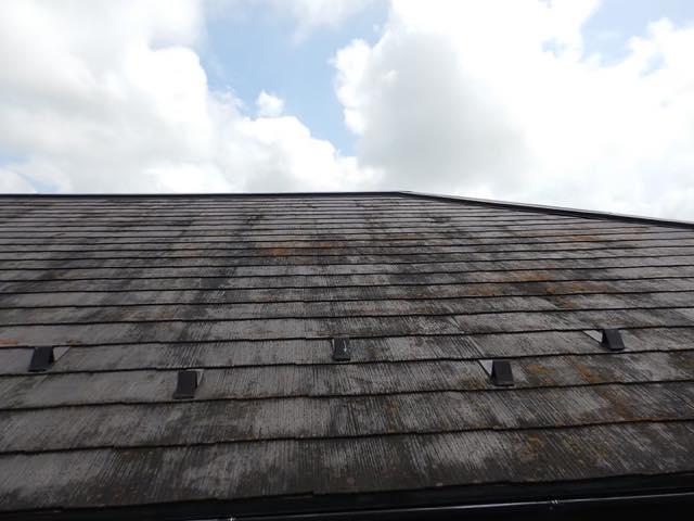 屋根が劣化している