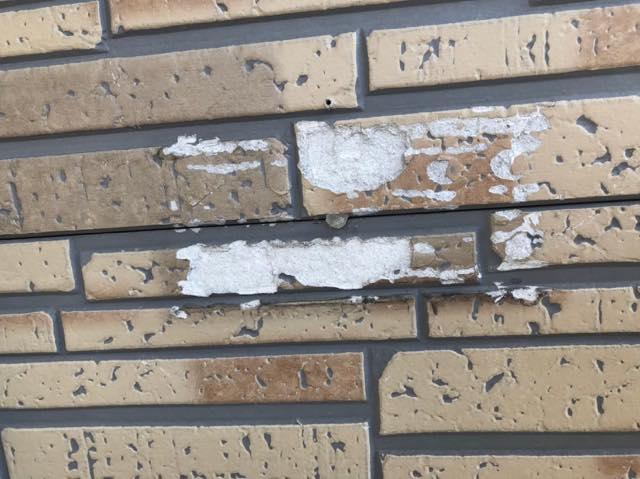 剥がれた外壁