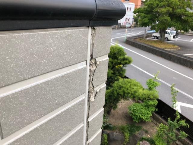 外壁がボロボロ