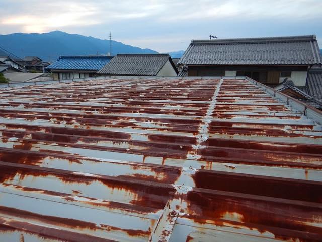サビまるけの屋根