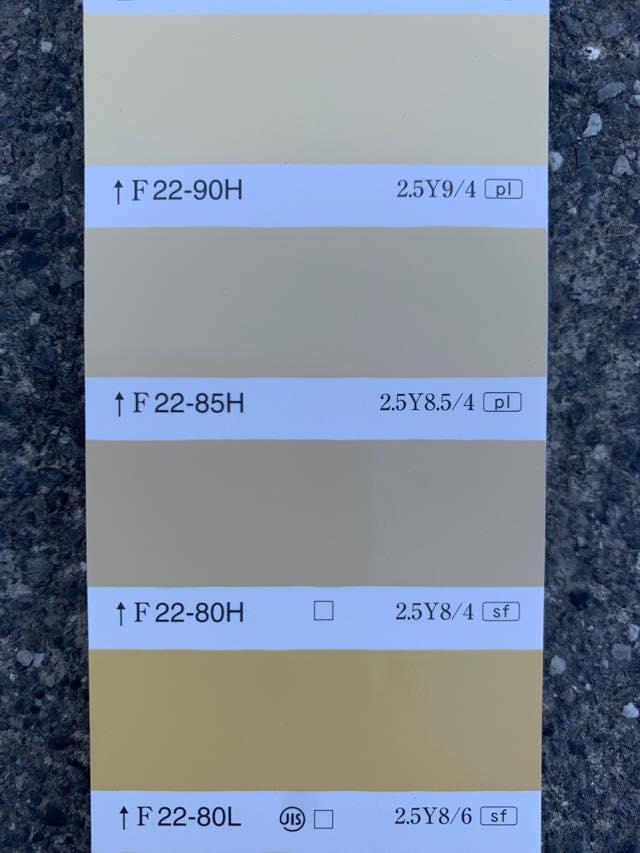屋外での黄色塗料