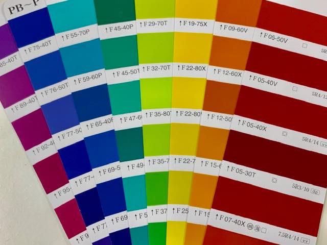 高彩度の色