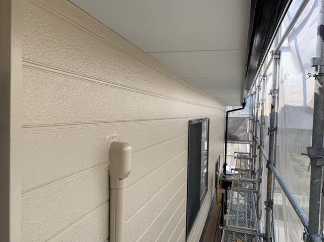 綺麗なクリーム色の外壁
