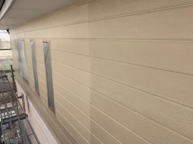 2階を塗装しています