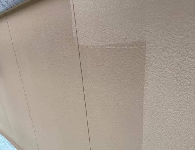 外壁材上塗り中です