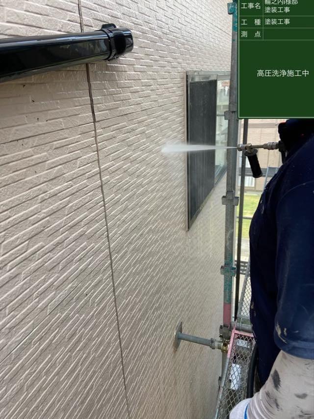 外壁の洗浄中