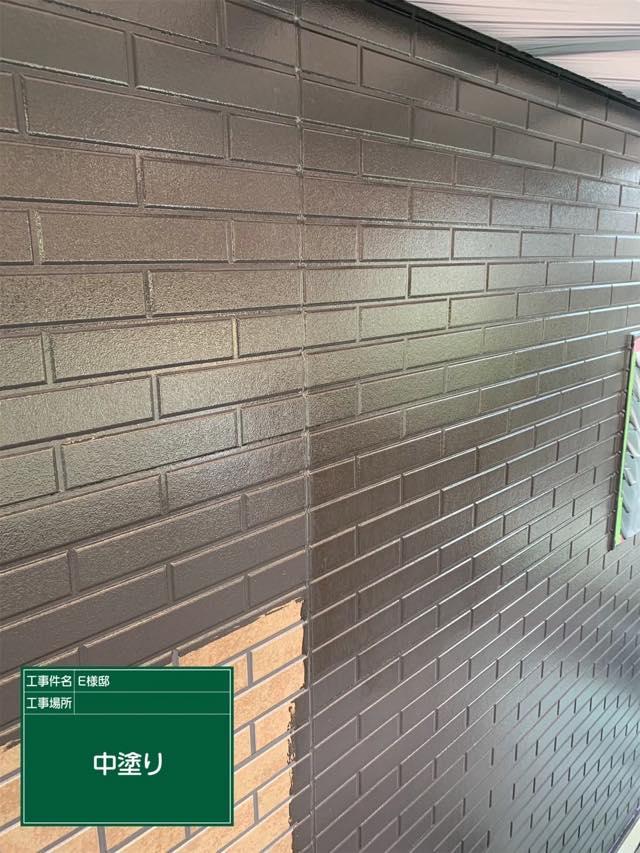 外壁の中塗り